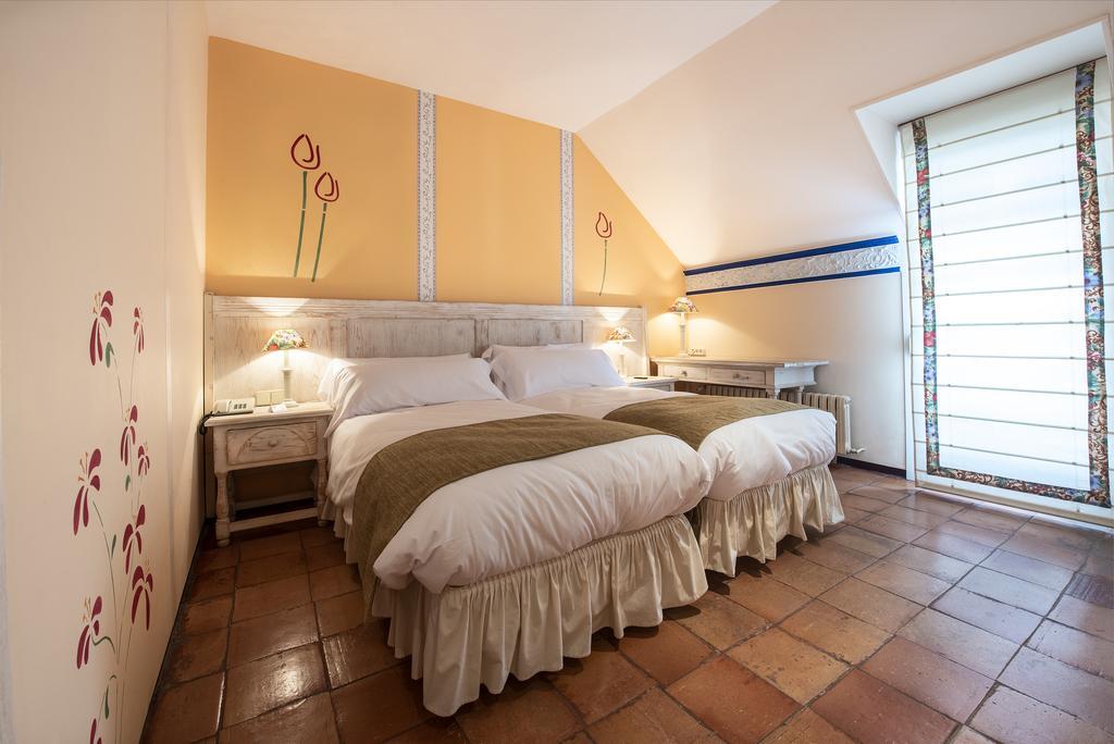 Habitación dos camas con encanto Alameda del Valle